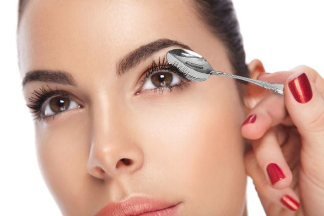 How to curl your eyelashes naturally at home?